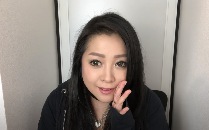 小向美奈子のYouTube収入(年収や月収)を計算
